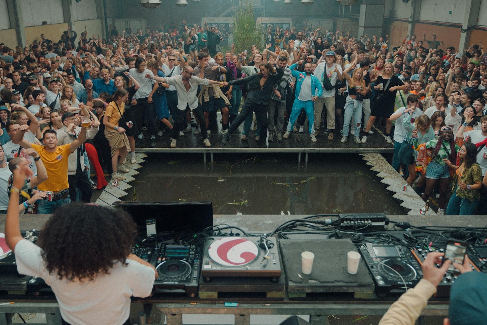 Bibi Seck aan de decks in de Rain Room op de tweede dag van Horst Festival 2021